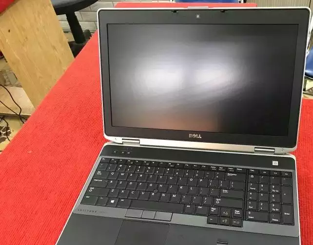 Dell Laptop CORE i5 3rd generation 4gb / 320gb 15.6