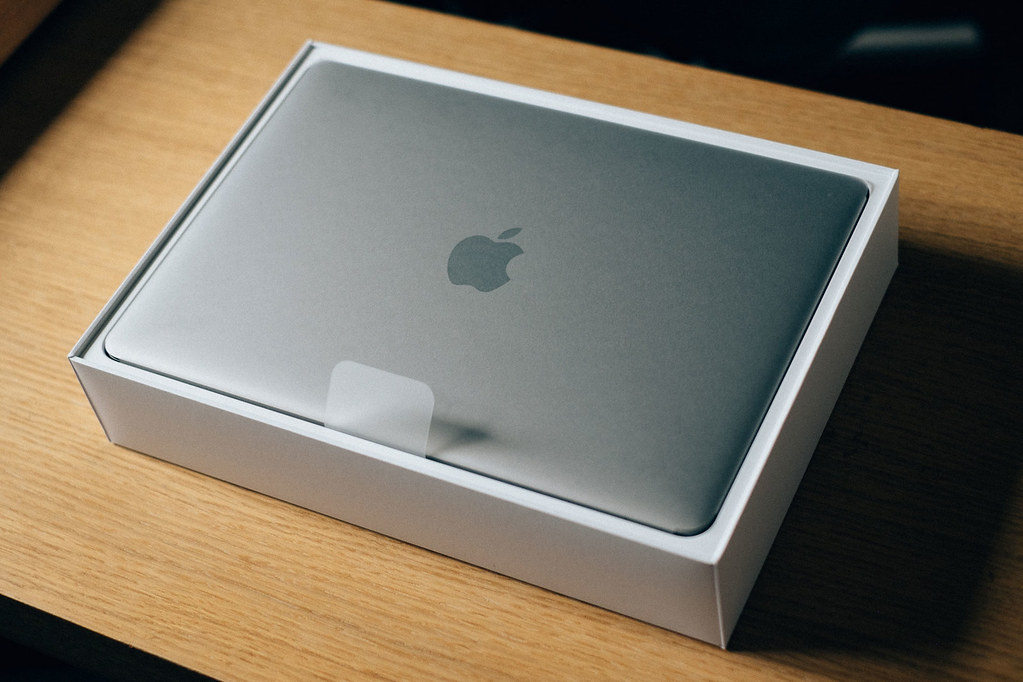 apple macbook pro with 256gb memory