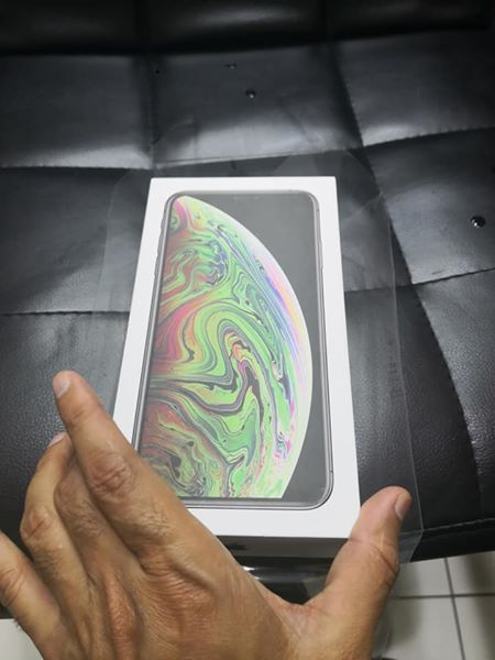 iphone xs max with 256gb.black